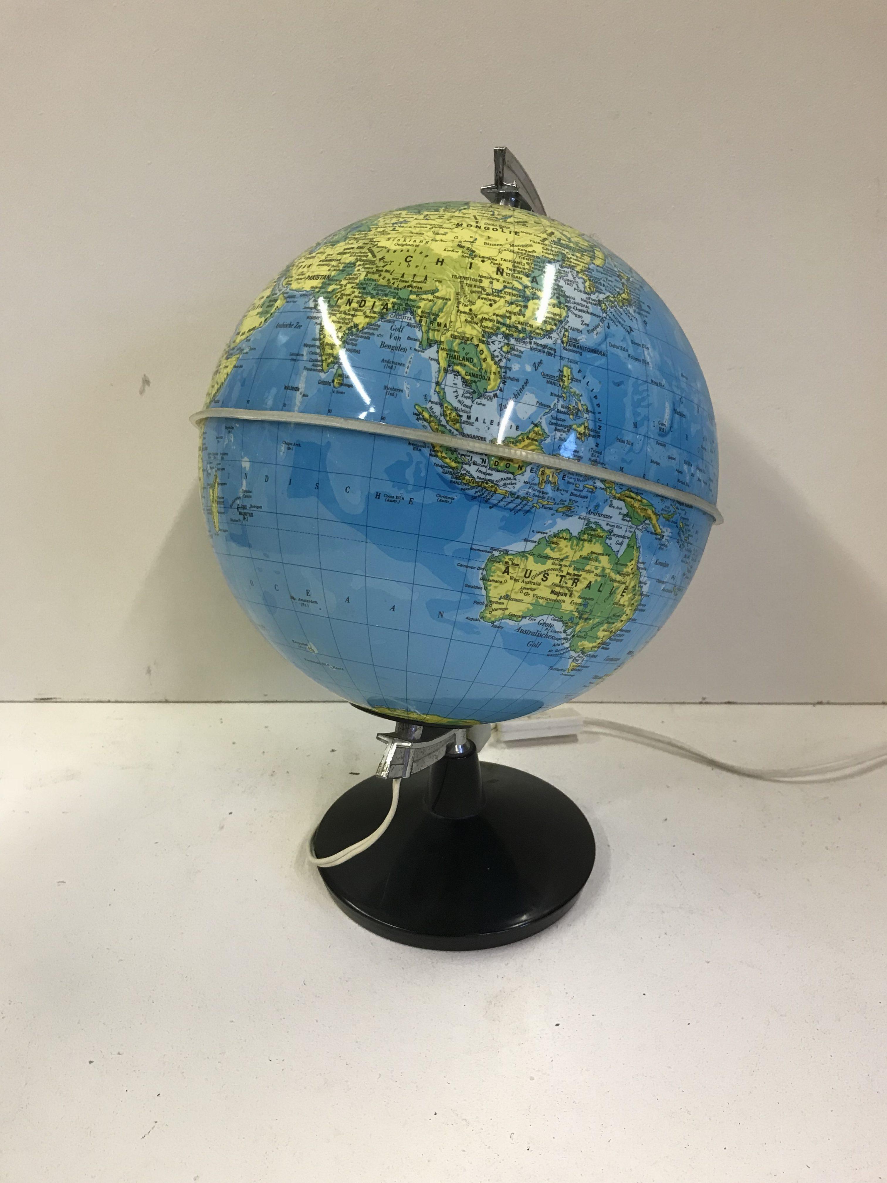 wereldbol met verlichting – Antiek de Evenaar